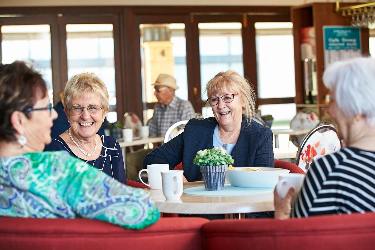 mandurah residents in cafe