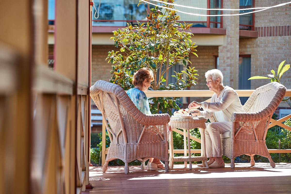 Seniors At Arcadia Waters Enjoy the outdoors and mingle
